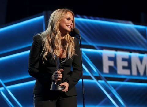 LAS VEGAS, NV - APRIL 02:  Singer Miranda Lambert accepts the award for Female Vocalist of the Year onstage during the 52nd Academy Of Country Music Awards at T-Mobile Arena on April 2, 2017 in Las Vegas, Nevada.  (Photo by Chris Polk/ACMA2017/Getty Images for ACM)