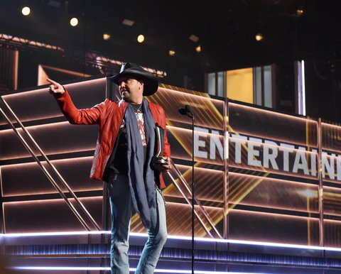 LAS VEGAS, NV - APRIL 02:  Singer-songriter Jason Aldean accepts the Entertainer of the Year award onstage during the 52nd Academy Of Country Music Awards at T-Mobile Arena on April 2, 2017 in Las Vegas, Nevada.  (Photo by Kevin Winter/ACMA2017/Getty Images for ACM)