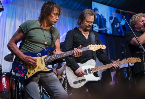 LOUISVILLE, KY - MAY 05: Richie Sambora and Travis Tritt perform at The Barnstable Brown Gala on May 5, 2017 in Louisville, Kentucky. (Photo by Michael Hickey/Getty Images)