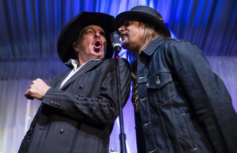 LOUISVILLE, KY - MAY 05: Kix Brooks and Kid Rock perform at The Barnstable Brown Gala on May 5, 2017 in Louisville, Kentucky. (Photo by Michael Hickey/Getty Images)