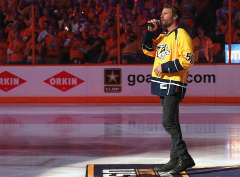 NASHVILLE, TN - JUNE 05:  Singer Dierks Bentley performs the national anthem before Game Four of the 2017 NHL Stanley Cup Final at Bridgestone Arena between the Pittsburgh Penguins and the Nashville Predators on June 5, 2017 in Nashville, Tennessee.  (Photo by Dave Sandford/NHLI via Getty Images)
