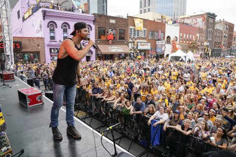 NASHVILLE, TN - JUNE 05:  Kip Moore performs at the 7th Annual Music City Gives Back concert in downtown Nashville on June 5, 2017 in Nashville, Tennessee.  (Photo by Ed Rode/Getty Images)