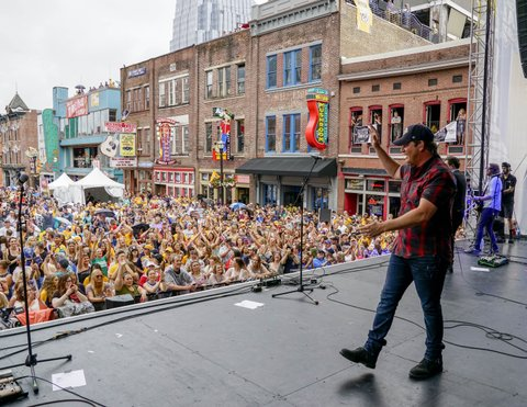 NASHVILLE, TN - JUNE 05:  Rodney Atkins performs at the 7th Annual Music City Gives Back concert in downtown Nashville on June 5, 2017 in Nashville, Tennessee.  (Photo by Ed Rode/Getty Images)