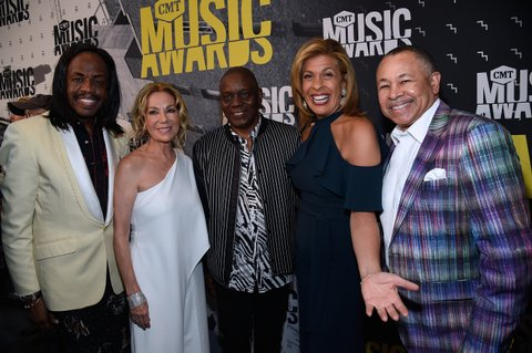 NASHVILLE, TN - JUNE 07: Verdine White of Earth, Wind, and Fire; Kathie Lee Gifford; Philip Bailey of Earth, Wind, and Fire; Hoda Kotb; and Ralph Johnson of Earth, Wind, and Fire attend the 2017 CMT Music Awards at the Music City Center on June 7, 2017 in Nashville, Tennessee.  (Photo by Kevin Mazur/WireImage)