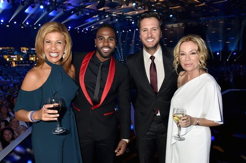 NASHVILLE, TN - JUNE 07: (L-R) Hoda Kotb,Jason Derulo, Luke Bryan and  Kathie Lee Gifford backstage during the 2017 CMT Music Awards at the Music City Center on June 7, 2017 in Nashville, Tennessee.  (Photo by Jeff Kravitz/FilmMagic)