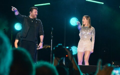 NASHVILLE, TN - JUNE 10:  (EDITORIAL USE ONLY)   Singer/songwriter Chris Young (L) and singer Cassadee Pope perform at Nissan Stadium during day 3 of the 2017 CMA Music Festival on June 10, 2017 in Nashville, Tennessee.  (Photo by Mindy Small/FilmMagic)