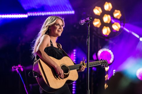NASHVILLE, TN - JUNE 09:  (EDITORIAL USE ONLY) Singer Kelsea Ballerini performs at Nissan Stadium during day 2 of the 2017 CMA Music Festival on June 8, 2017 in Nashville, Tennessee.  (Photo by Richard Gabriel Ford/Getty Images)