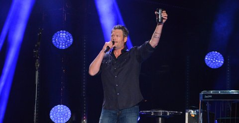 NASHVILLE, TN - JUNE 09:  (EDITORIAL USE ONLY)  Singer/songwriter Blake Shelton performs at Nissan Stadium during day 2 of the 2017 CMA Music Festival on June 9, 2017 in Nashville, Tennessee.  (Photo by Mindy Small/FilmMagic)