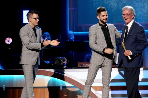 NASHVILLE, TN - AUGUST 23:  Bobby Bones and Thomas Rhett present Bob Kingsley with the Mae Boren Axton Award onstage during the 11th Annual ACM Honors at the Ryman Auditorium on August 23, 2017 in Nashville, Tennessee.  (Photo by Terry Wyatt/Getty Images for ACM)
