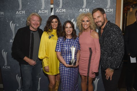 NASHVILLE, TN - AUGUST 23: Phillip Sweet, Karen Fairchild, honoree Lori McKenna, Kimberly Schlapman, and Jimi Westbrook attend the 11th Annual ACM Honors at the Ryman Auditorium on August 23, 2017 in Nashville, Tennessee.  (Photo by Rick Diamond/Getty Images for ACM)