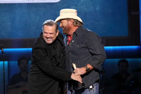 NASHVILLE, TN - AUGUST 23:  Jimmy Webb (L) presents Toby Keith with the Poet's Award onstage during the 11th Annual ACM Honors at the Ryman Auditorium on August 23, 2017 in Nashville, Tennessee.  (Photo by Terry Wyatt/Getty Images for ACM)