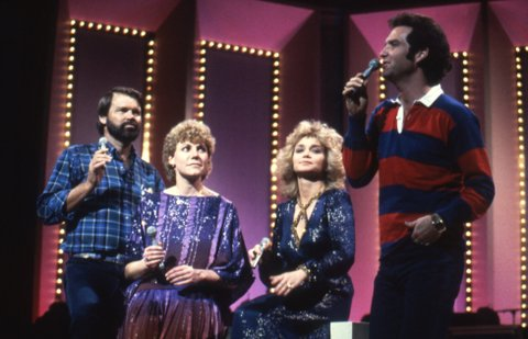 Singers Glen Campbell, Anne Murray, Barbara Mandrell and Larry Gatlin perform onstage in circa 1978. (Photo by Donaldson Collection/Michael Ochs Archives/Getty Images)