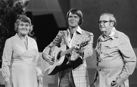 HI, I'M GLEN CAMPBELL -- Pictured: (l-r) Mother Carrie Campbell, Glen Campbell, father Wesley Campbell -- (Photo by: Ron Tom/NBC/NBCU Photo Bank via Getty Images)
