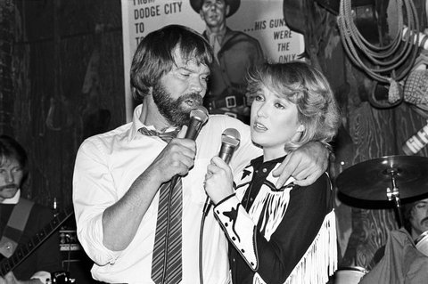 Glen Campbell and Tanya Tucker performing at Rodeo in New York City on January 22, 1981. (Photo by Ebet Roberts/Redferns)
