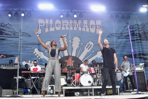 FRANKLIN, TN - SEPTEMBER 24: Noelle Scaggs and Michael Fitzpatrick of Fitz and the Tantrums perform during Pilgrimage Music & Cultural Festival on September 24, 2017 in Franklin, Tennessee.  (Photo by Mickey Bernal/Getty Images for Pilgrimage Music & Cultural Festival)