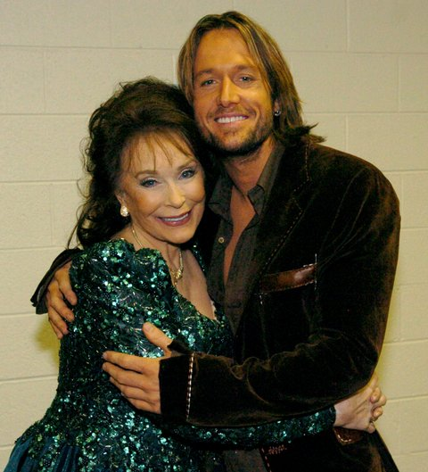 Loretta Lynn and Keith Urban during 2005 CMT Music Awards - Backstage at Gaylord Entertainment Center in Nashville, Tennessee, United States. ***Exclusive*** (Photo by R. Diamond/WireImage for CMT: Country Music Television)