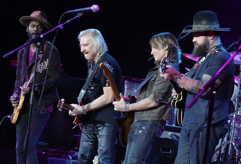FAIRFAX, VA - SEPTEMBER 20:  (L to R) Gary Clark Jr., Joe Walsh, Keith Urban and Zac Brown perform at the VetsAid Charity Benefit Concert at Eagle Bank Arena on September 20, 2017 in Fairfax, Virginia. VetsAid is a foundation created by rock legand Walsh to support veterans and their families.  (Photo by Paul Morigi/Getty Images)
