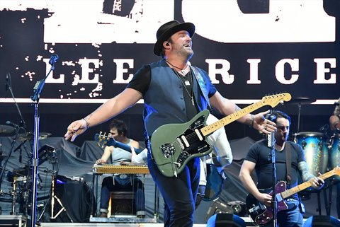 LAS VEGAS, NV - SEPTEMBER 29:  Recording artist Lee Brice performs during the Route 91 Harvest country music festival at the Las Vegas Village on September 29, 2017 in Las Vegas, Nevada.  (Photo by Mindy Small/FilmMagic)
