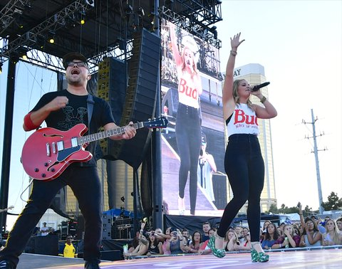 LAS VEGAS, NV - SEPTEMBER 30:  Recording artist Lauren Alaina performs during the Route 91 Harvest country music festival at the Las Vegas Village on September 30, 2017 in Las Vegas, Nevada.  (Photo by Mindy Small/FilmMagic)