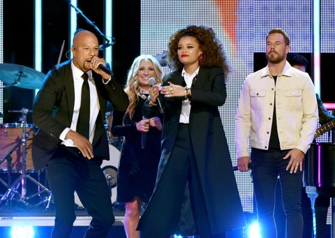 NASHVILLE, TN - OCTOBER 18: (L-R) Singer-songwriters Common, Lee Ann Womack, Andra Day and Jimi Westbrook of Little Big Town perform onstage at the 2017 CMT Artists Of The Year on October 18, 2017 in Nashville, Tennessee.  (Photo by Rick Diamond/Getty Images for CMT)