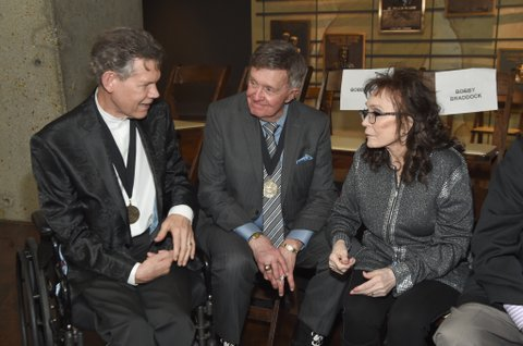 NASHVILLE, TN - OCTOBER 22:  Musicians Randy Travis, Bill Anderson and Loretta Lynn attend the Medallion Ceremony to celebrate 2017 hall of fame inductees Alan Jackson, Jerry Reed And Don Schlitz at Country Music Hall of Fame and Museum on October 22, 2017 in Nashville, Tennessee.  (Photo by Rick Diamond/Getty Images for Country Music Hall Of Fame & Museum)