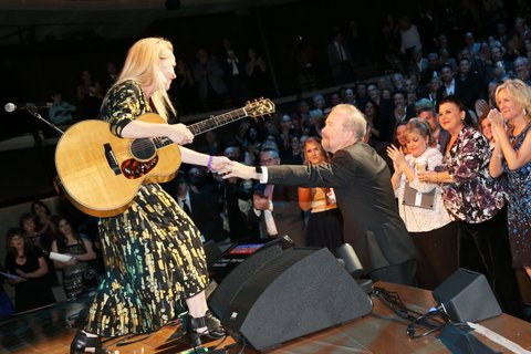 NASHVILLE, TN - OCTOBER 22:  Mary Chapin Carpenter shares a moment with songwriter Don Schlitz onstage at the Country Music Hall of Fame and Museum Medallion Ceremony to celebrate 2017 hall of fame inductees Alan Jackson, Jerry Reed And Don Schlitz at Country Music Hall of Fame and Museum on October 22, 2017 in Nashville, Tennessee.  (Photo by Terry Wyatt/Getty Images for Country Music Hall Of Fame & Museum)