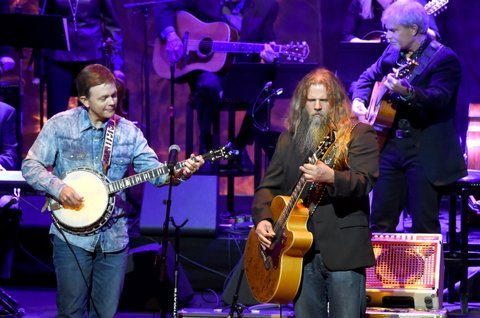 NASHVILLE, TN - OCTOBER 22:  Jamey Johnson (R) performs onstage at the Country Music Hall of Fame and Museum Medallion Ceremony to celebrate 2017 hall of fame inductees Alan Jackson, Jerry Reed And Don Schlitz at Country Music Hall of Fame and Museum on October 22, 2017 in Nashville, Tennessee.  (Photo by Rick Diamond/Getty Images for Country Music Hall Of Fame & Museum)