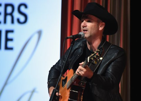 NASHVILLE, TN - OCTOBER 23:  Craig Campbell performs during the 2017 Nashville Songwriters Hall Of Fame Awards at Music City Center on October 23, 2017 in Nashville, Tennessee.  (Photo by Rick Diamond/Getty Images)