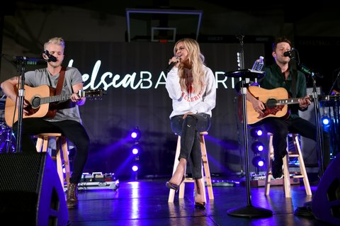 KNOXVILLE, TN - OCTOBER 28:  Kelsea Ballerini performs for Central High School presented by the Tennessee Department of Tourist Development on October 28, 2017 in Knoxville, Tennessee.  (Photo by John Shearer/Getty Images for Tennessee Department of Tourist Development)