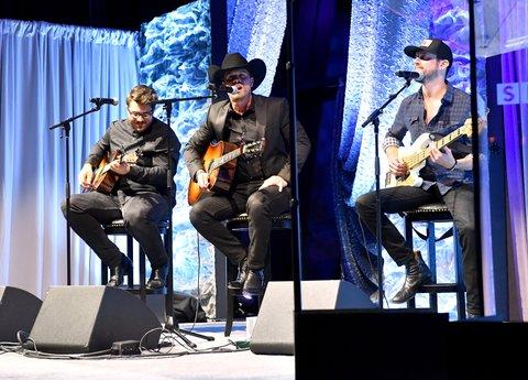 NASHVILLE, TN - NOVEMBER 05:  Singer-songwriter Dustin Lynch performs onstage during 2017 SESAC Nashville Music Awards on November 5, 2017 in Nashville, Tennessee.  (Photo by Jason Davis/Getty Images for SESAC)