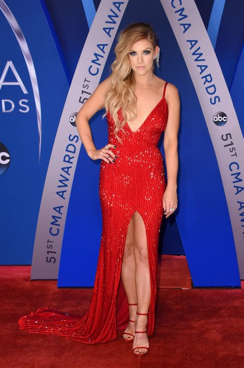 NASHVILLE, TN - NOVEMBER 08:  Singer-songwriter Lindsay Ell attends the 51st annual CMA Awards at the Bridgestone Arena on November 8, 2017 in Nashville, Tennessee.  (Photo by Michael Loccisano/Getty Images)