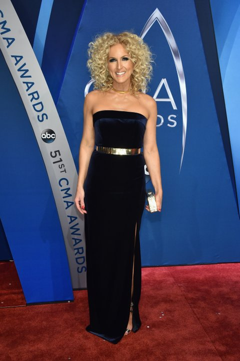 NASHVILLE, TN - NOVEMBER 08:  Kimberly Schlapman of Little Big Town attends the 51st annual CMA Awards at the Bridgestone Arena on November 8, 2017 in Nashville, Tennessee.  (Photo by John Shearer/WireImage)