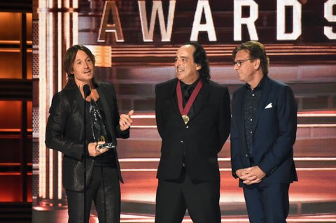 NASHVILLE, TN - NOVEMBER 08:  Keith Urban (L) accepts an award onstage at the 51st annual CMA Awards at the Bridgestone Arena on November 8, 2017 in Nashville, Tennessee.  (Photo by Rick Diamond/Getty Images)