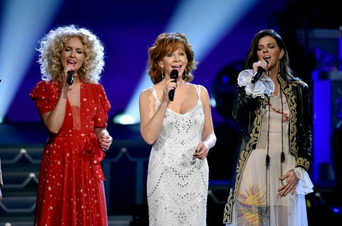 NASHVILLE, TN - NOVEMBER 14:  (L-R) Kimberly Schlapman of Little Big Town, Reba McEntire and Karen Fairchild of Little Big Town perform onstage for CMA 2017 Country Christmas at The Grand Ole Opry on November 14, 2017 in Nashville, Tennessee.  (Photo by John Shearer/Getty Images,)