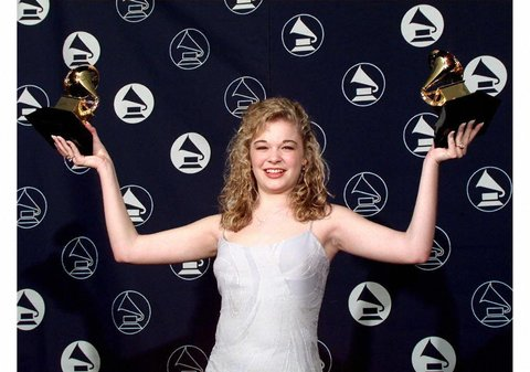 NEW YORK, UNITED STATES:  LeAnn Rimes holds up her two Grammy Awards 26 February in New York. Rimes won for best female country singer and best women's vocal new artist.  (ELECTRONIC IMAGE)  AFP PHOTO/Jon LEVY (Photo credit should read JON LEVY/AFP/Getty Images)