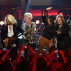 REO Speedwagon and Sara Evans are onstage for a new episode of CMT Crossroads premiering Saturday (Sept. 19) at 10 p.m. ET/PT. Taped recently near Nashville, it's Evans' third time on the Crossroads s...