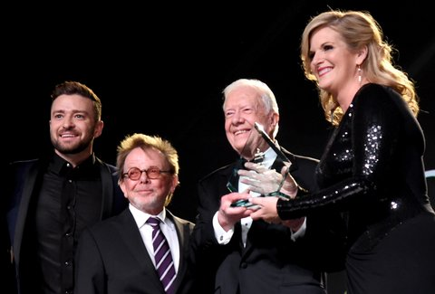 NASHVILLE, TN - NOVEMBER 02: Justin Timberlake, ASCAP President and Chairman of the Board Paul Williams, and President Jimmy Carter present Trisha Yearwood (R) with the Voice of Music Award onstage during the 53rd annual ASCAP Country Music awards at the Omni Hotel on November 2, 2015 in Nashville, Tennessee.  (Photo by Michael Loccisano/Getty Images)
