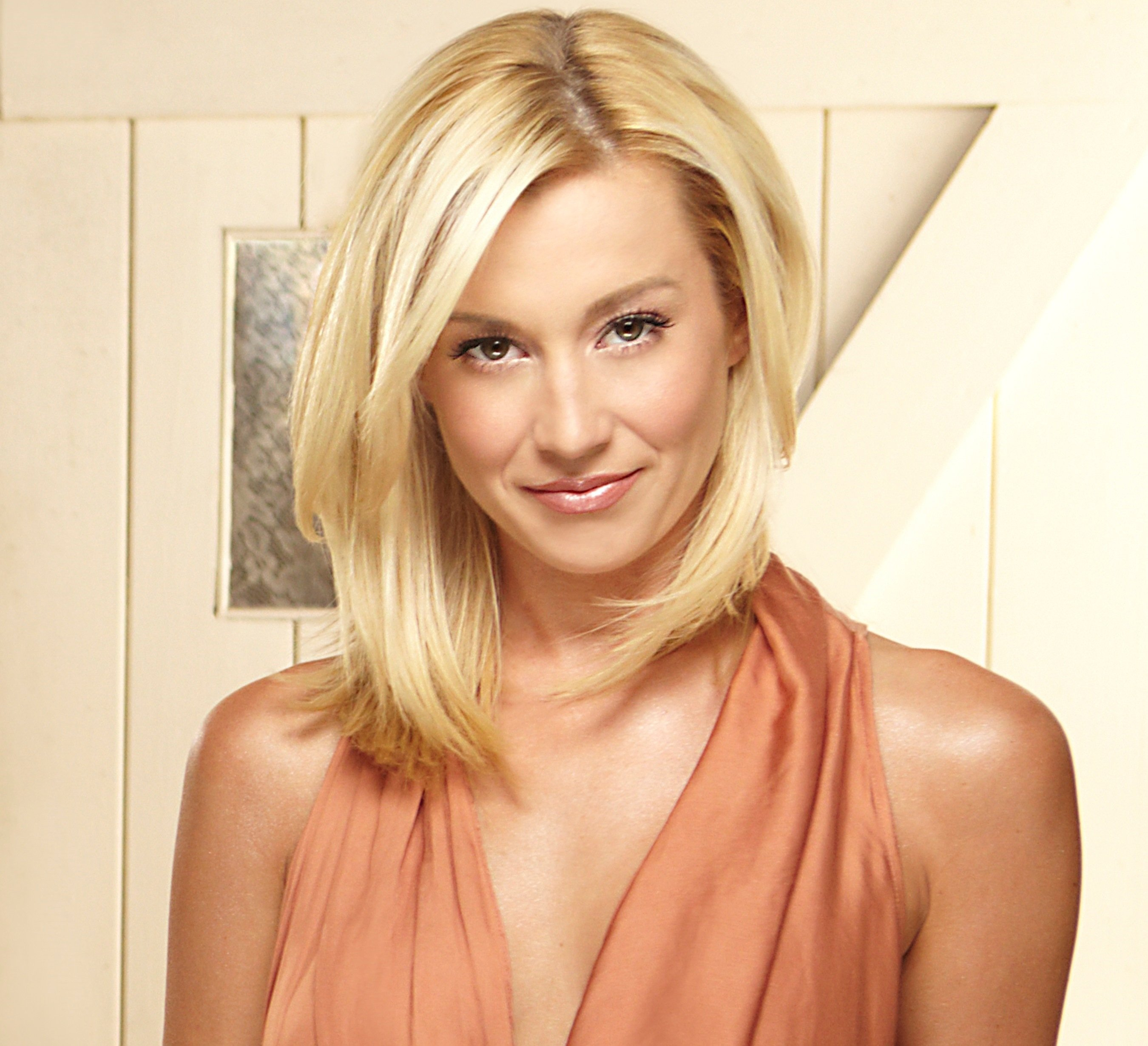 Magnificent Why Do We Love Kellie Pickler Cmt Hairstyle Inspiration Daily Dogsangcom