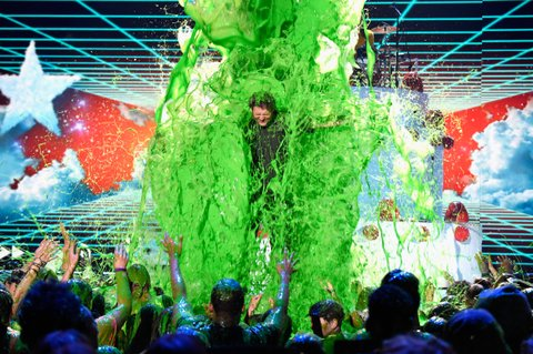 INGLEWOOD, CA - MARCH 12:  Host Blake Shelton gets slimed onstage during Nickelodeon's 2016 Kids' Choice Awards at The Forum on March 12, 2016 in Inglewood, California.  (Photo by Jason Merritt/KCA2016/Getty Images for Nickelodeon)