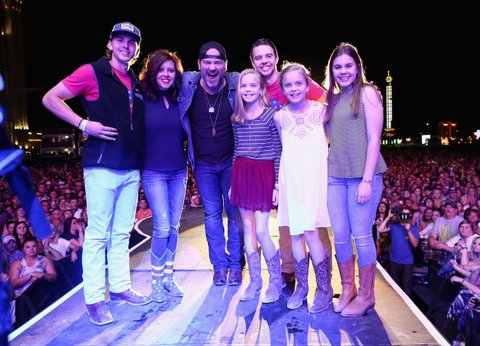LAS VEGAS, NEVADA - APRIL 02:  Singer Lee Brice (C) with guests Boston Gilbert, Ginger Gilbert Ravella, Bella Gilbert Ravella, Annalise Gilbert Ravella, Aspen Gilbert Ravella, and Greyson Ravella onstage at the 4th ACM Party for a Cause Festival at the Las Vegas Festival Grounds on April 2, 2016 in Las Vegas, Nevada.  (Photo by Christopher Polk/Getty Images for ACM)