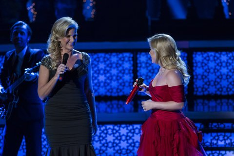 KELLY CLARKSON'S CAUTIONARY CHRISTMAS MUSIC TALE -- Pictured: (l-r) Trisha Yearwood, Kelly Clarkson -- (Photo by: Justin Lubin/NBC/NBCU Photo Bank via Getty Images)