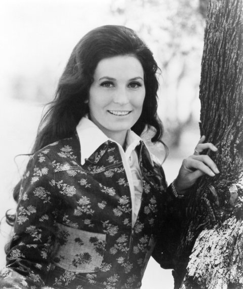 CIRCA 1975:  Loretta Lynn poses for a portrait leaning against a tree in circa 1975. (Photo by Michael Ochs Archives/Getty Images)