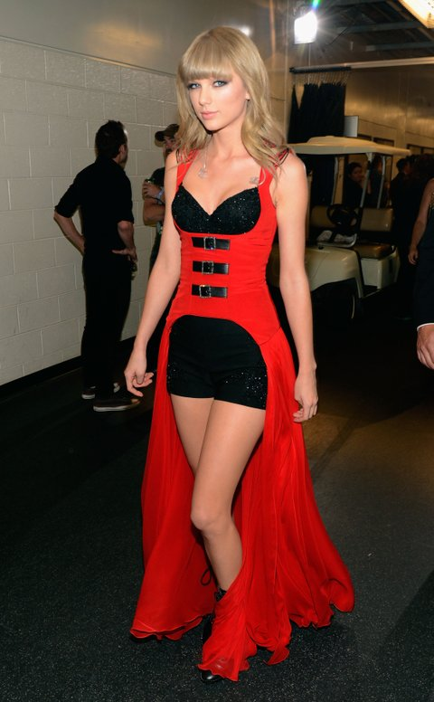 NASHVILLE, TN - JUNE 05:  Singer Taylor Swift attends the 2013 CMT Music awards at the Bridgestone Arena on June 5, 2013 in Nashville, Tennessee.  (Photo by Kevin Mazur/WireImage)