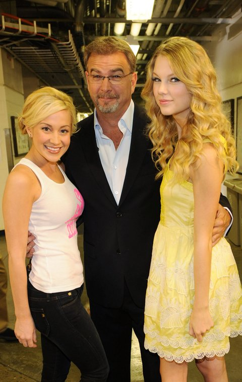 NASHVILLE, TN - JUNE 15:  Recording Artists, Kellie Pickler, Comedian/Host Bill Engvall with Taylor Swift backstage during rehearsals for the 2009 CMT Music Awards at the Sommet Center on June 15, 2009 in Nashville, Tennessee.  (Photo by Rick Diamond/Getty Images)
