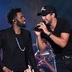 Having launched his sell-out summer tour, Luke Bryan joins Jason Derulo, one of pop music's biggest stars, onstage for the new episode of CMT Crossroads premiering May 21. Last summer, Bryan and Derul...