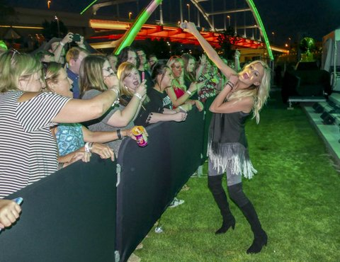 Kelsea Ballerini crowd - photog Rode