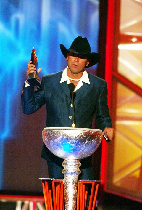 Kenny Chesney accepts his award at the first ever CMT Flameworthy Video Music Awards at the Gaylord Entertainment Center in Nashville, Tennesee.  6/12/02  Photo by Scott Gries/Getty Images