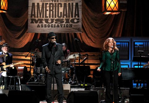 NASHVILLE, TN - SEPTEMBER 21:  William Bell and Bonnie Raitt perform onstage at the Americana Honors & Awards 2016 at Ryman Auditorium on September 21, 2016 in Nashville, Tennessee. at Ryman Auditorium on September 21, 2016 in Nashville, Tennessee.  (Photo by Terry Wyatt/Getty Images for Americana Music)