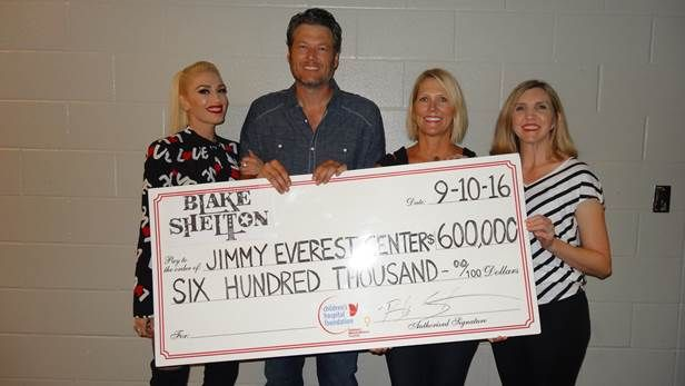 Blake Shelton Gives Back During Fall Tour Opener