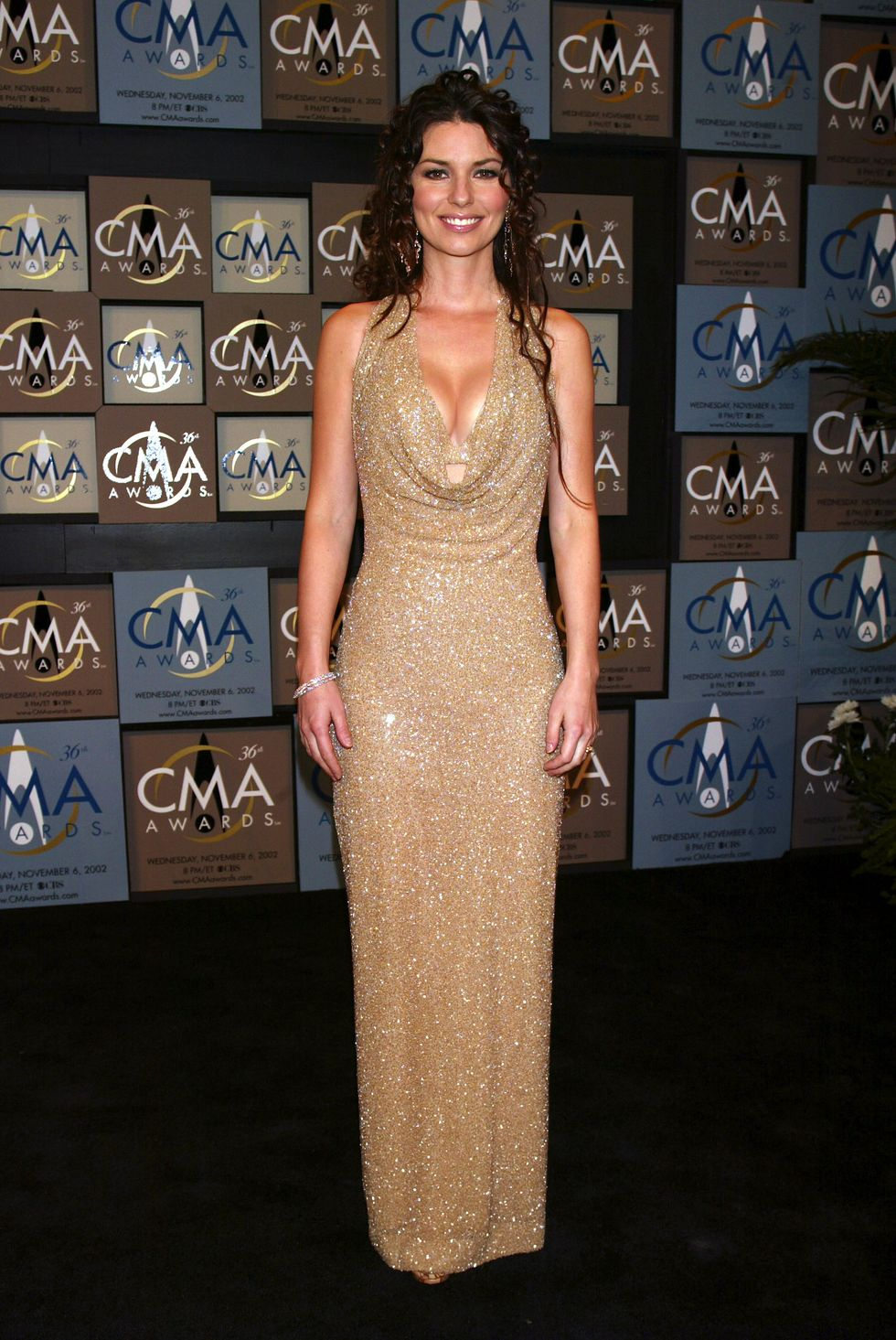 Shania Twain backstage at the 36th annual Country Music Association Awards at the Grand Ole Opry House in Nashville, Tennessee, November 6, 2002.  Photo by Scott Gries/Getty Images